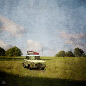 Peltoauto, 30x30cm, mustesuihkuvedos + mehiläisvaha, 2015